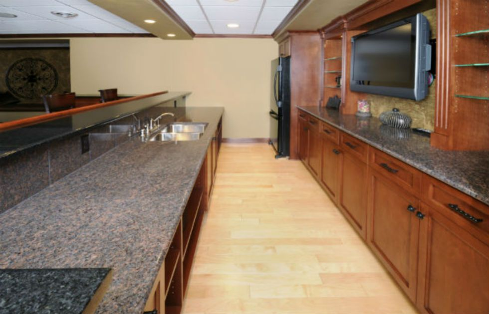 Long granite bar, tv, & refrigerator outdoor kitchen photo