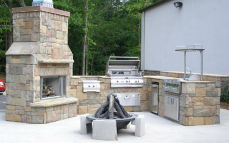 Kingwood Texas outdoor kitchen and fireplace set