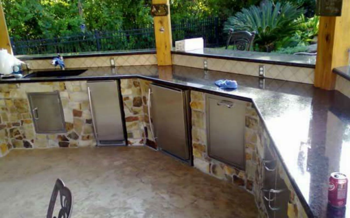 Outdoor refrigerator & sink